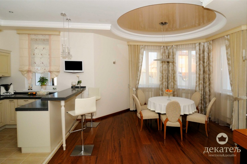 Зал-гостиная премиум класса соедененная с лоджией.